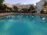 2-club-familia-holiday-men-pool-2